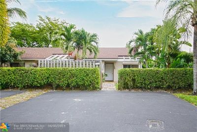 Deerfield Beach Condo/Townhouse For Sale: 4940 E Lakes Dr
