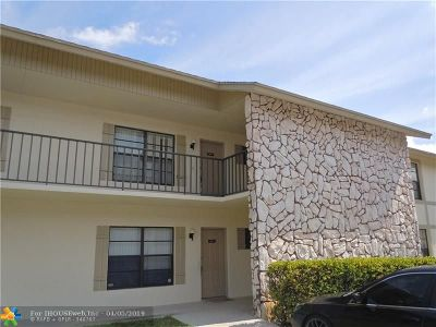West Palm Beach Condo/Townhouse For Sale: 5955 Longbow Ln #7