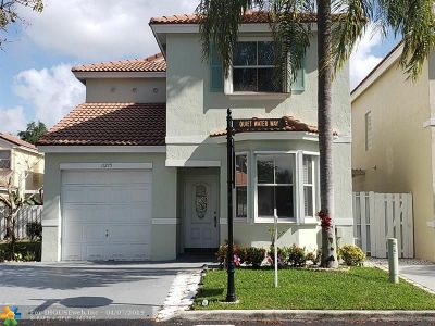 Hollywood Single Family Home For Sale: 11275 Quiet Water Way