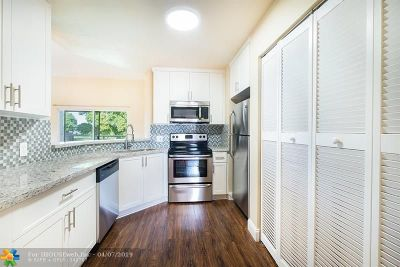 Lauderdale Lakes Condo/Townhouse For Sale: 3441 NW 44th St #202