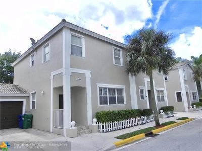 Coral Springs Condo/Townhouse For Sale: 10484 NW 56th Dr #10484