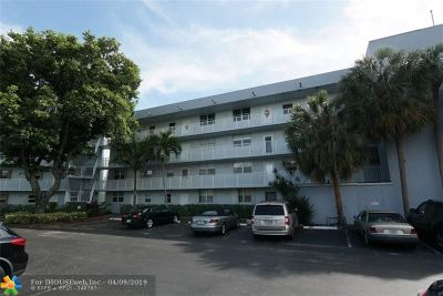 Oakland Park Condo/Townhouse For Sale: 116 Royal Park Dr #3B