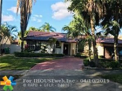 Miami Lakes Single Family Home For Sale: 8425 NW 165th Ter