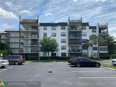 Tamarac Condo/Townhouse For Sale: 6190 Woodlands Blvd #110