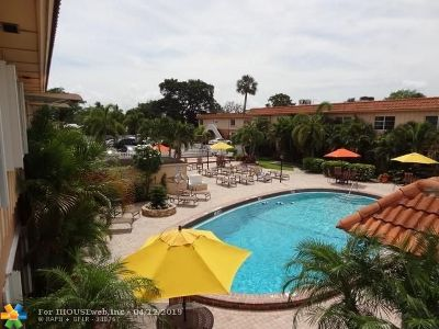 Oakland Park Condo/Townhouse For Sale: 669 SW Oakland Pk Blvd #201 B