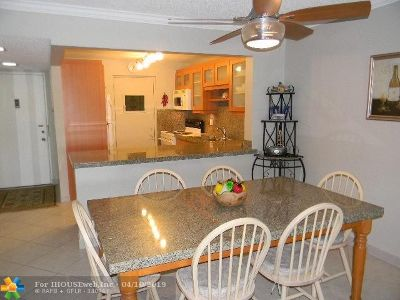 Pompano Beach Condo/Townhouse For Sale: 2314 S Cypress Bend Dr #215