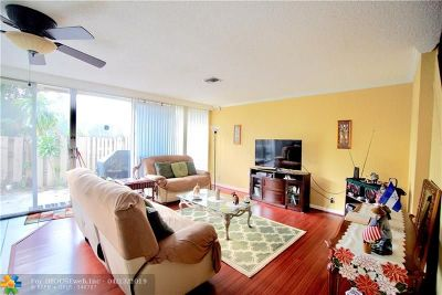 Plantation Condo/Townhouse For Sale: 839 NW 80th Te #9