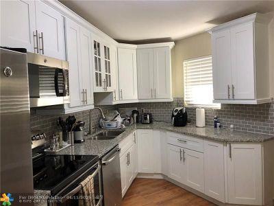 Boca Raton Condo/Townhouse For Sale: 5701 Camino Del Sol #100