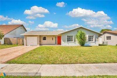 Lauderhill Single Family Home For Sale: 8561 NW 46th St