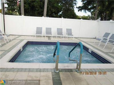 Pompano Beach Condo/Townhouse For Sale: 2240 N Cypress Bend Dr #402