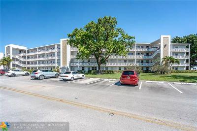 Deerfield Beach Condo/Townhouse For Sale: 4086 Newport S #4086