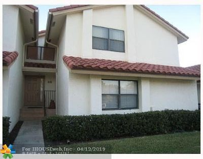 Deerfield Beach Condo/Townhouse For Sale: 615 Lake Point North Ln