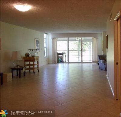 Pompano Beach Condo/Townhouse For Sale: 545 Oaks Ln #209