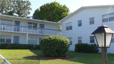 Deerfield Beach Condo/Townhouse For Sale: 64 Westbury C #64