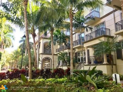 Wilton Manors Condo/Townhouse For Sale: 2625 NE 14th Ave #307