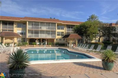 Oakland Park Condo/Townhouse For Sale: 4025 N Federal Hwy #319 B