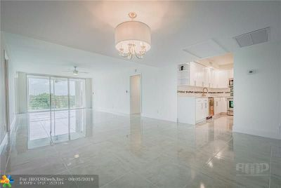 Pompano Beach Condo/Townhouse For Sale: 3980 Oaks Clubhouse Dr #402