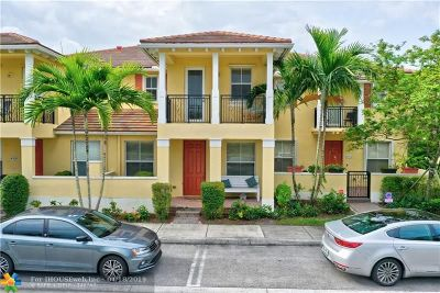 Coconut Creek Condo/Townhouse For Sale: 4722 N Acadian Trl #4722