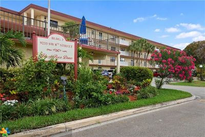 Boca Raton Condo/Townhouse For Sale: 9233 SW 8th St #220