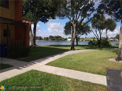 Sunrise FL Condo/Townhouse For Sale: $208,000