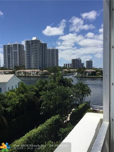 Hallandale Condo/Townhouse For Sale: 3209 S Ocean Dr #4M