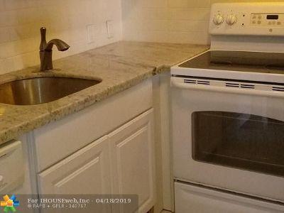 Boca Raton Condo/Townhouse For Sale: 93 Suffolk C #93