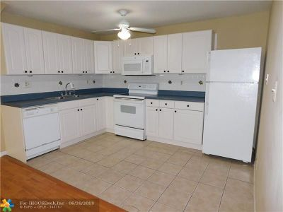 Coral Springs Condo/Townhouse For Sale: 4111 NW 88th Ave #106