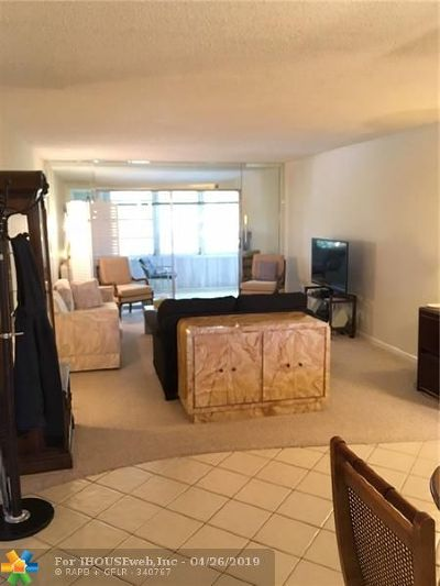 Coconut Creek Condo/Townhouse For Sale: 2303 Lucaya Ln #M4