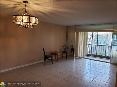 Coral Springs Condo/Townhouse For Sale: 4143 NW 90th Ave #204