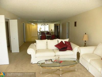 Pompano Beach Condo/Townhouse For Sale: 804 Cypress Blvd #209