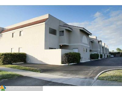 Pompano Beach Condo/Townhouse For Sale: 241 SE 11th Ave #241-B