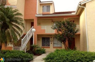 Coral Springs Condo/Townhouse For Sale: 928 Coral Club Dr #1