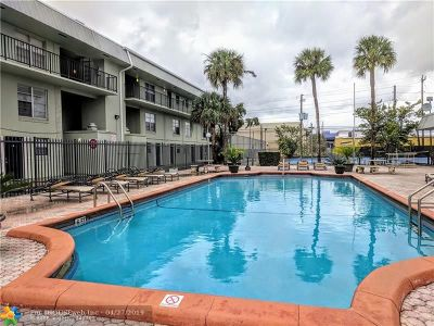 Oakland Park Condo/Townhouse For Sale: 805 W Oakland Park Blvd #E12