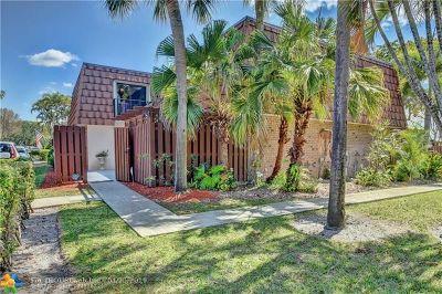 Davie FL Condo/Townhouse For Sale: $270,000