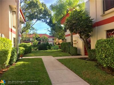 Coconut Creek Condo/Townhouse For Sale: 2888 S Carambola Cir #2888