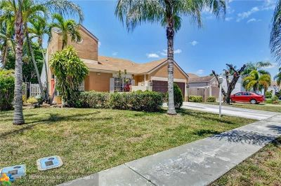 Boca Raton Single Family Home For Sale: 23197 Bentley Pl