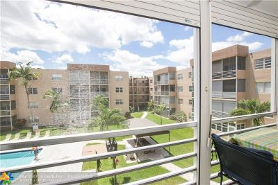 Condo/Townhouse For Sale: 3050 Sunrise Lakes Dr #322