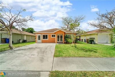Deerfield Single Family Home For Sale: 284 SW 2nd St