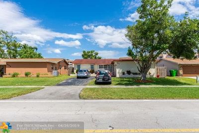 Sunrise Single Family Home For Sale: 2810 NW 105th Ln