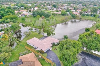 Coral Springs Single Family Home For Sale: 3880 NW 106th Dr