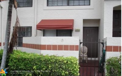 Broward County Condo/Townhouse For Sale: 305 Lincoln #305