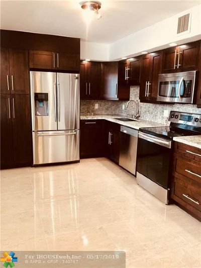 Pompano Beach Condo/Townhouse For Sale: 3930 Oaks Clubhouse Dr #305