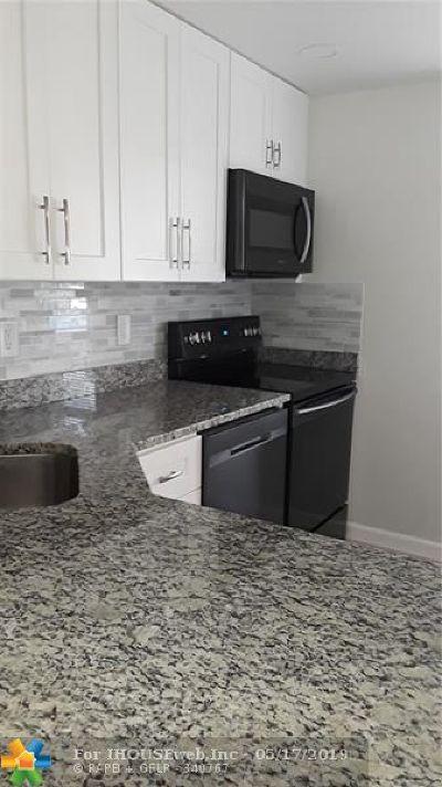 Boca Raton Condo/Townhouse For Sale: 9220 SW 3rd St #903