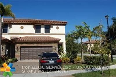 Davie Condo/Townhouse For Sale: 12315 S Village Cr #12315