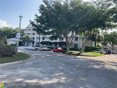 West Palm Beach Condo/Townhouse For Sale: 3710 Whitehall Dr #202