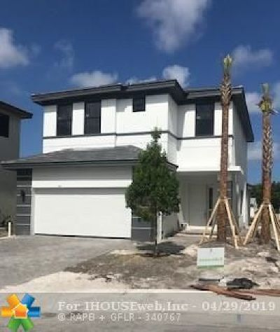 Dania Beach Single Family Home For Sale: 4972 Whispering Way