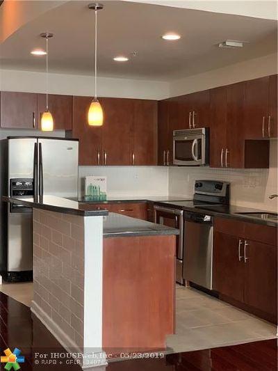 West Palm Beach Condo/Townhouse For Sale: 300 S Australian Ave #1115