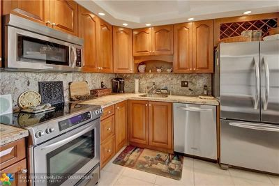 Pompano Beach Condo/Townhouse For Sale: 3960 Oaks Clubhouse Dr #412