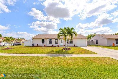 Boynton Beach Single Family Home For Sale: 8054 Rose Marie Cir