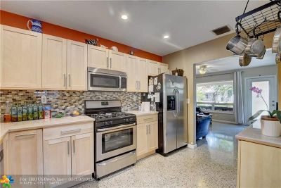 Oakland Park Single Family Home For Sale: 211 NW 54th Ct